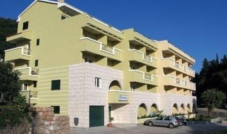 Hotel W Grand , Petrovac, Apartmani