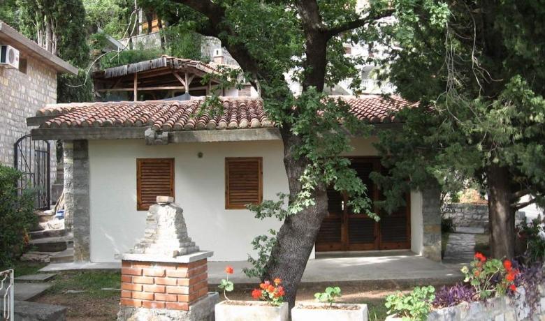 Kuca u Perazica Dolu, Reževići, Apartmani